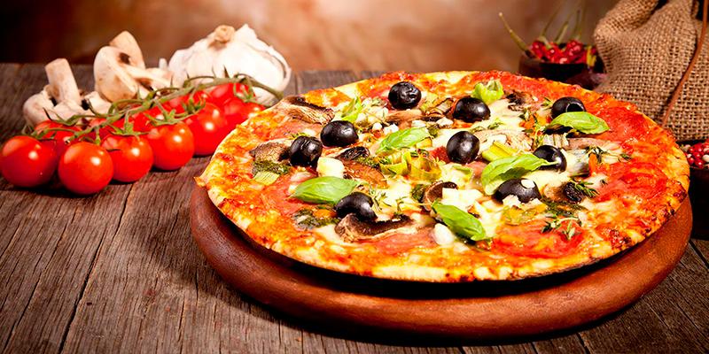 пицца-с-колбасой-и-сосисками